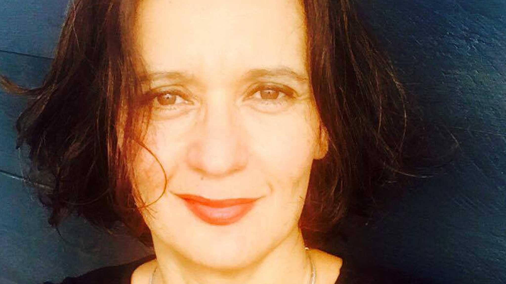 Vania Moore Briones - livet sitter i väggarna