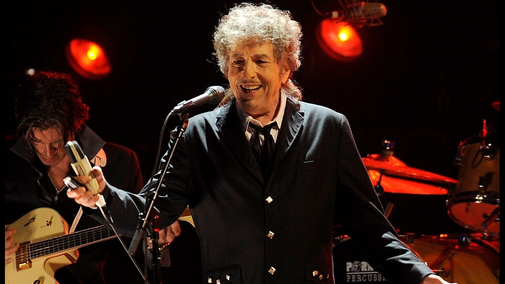 Bob Dylan will not come to Stockholm to collect his Nobel Prize in Literature.