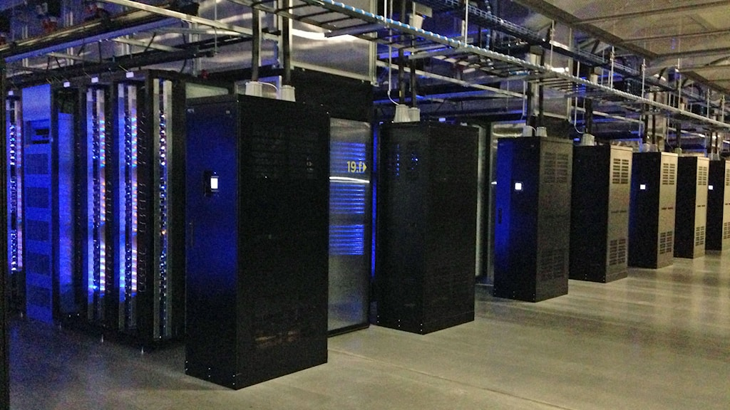 Data storage servers in the first Facebook server hall in Luleå. Photo: Nils Eklund/Sveriges Radio.