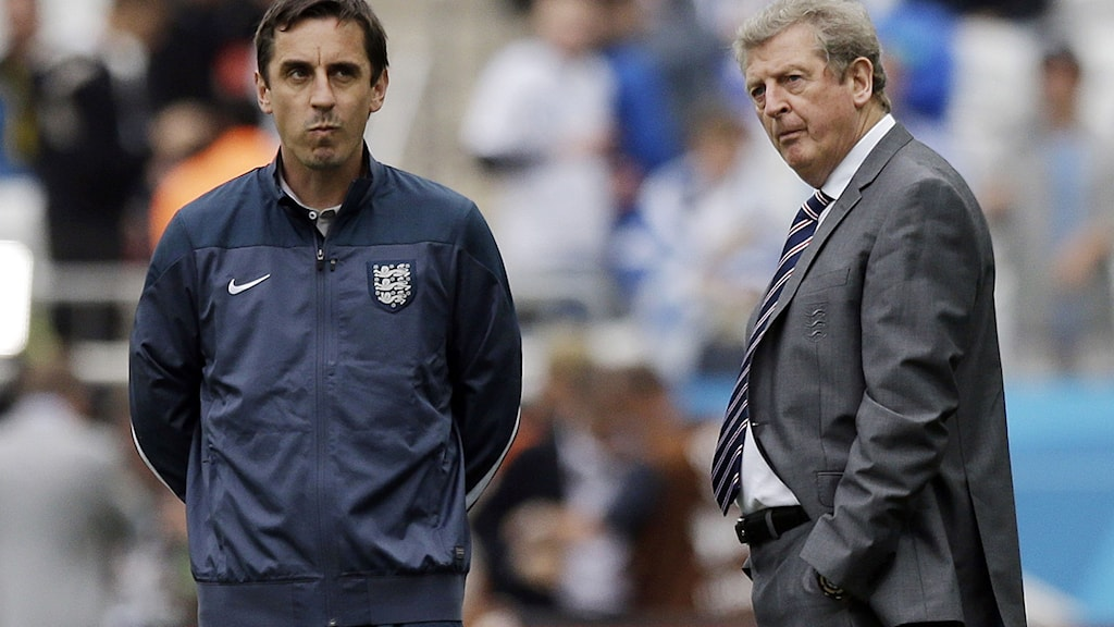 Englands Gary Neville och Roy Hodgson. Foto: AP Photo/Matt Dunham