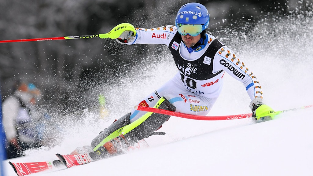 Markus Larsson of Sweden clears a gate on January 6, 2015 during the first race of the men's World Cup slalom race in Sljeme, some 10 kms from Zagreb. AFP PHOTO / STRINGER