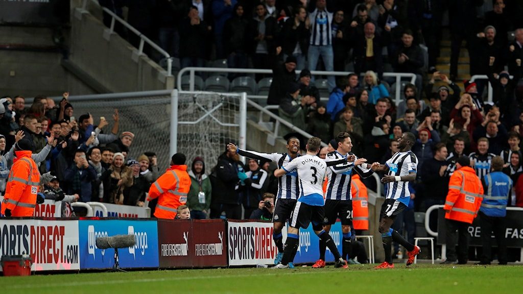 Newcastle jublar på St James' Park mot Liverpool