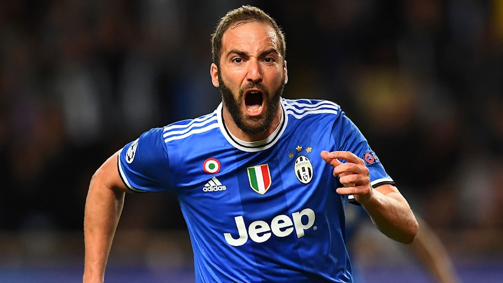 Juventus' forward from Argentina Gonzalo Higuain reacts after scoring a goal during the UEFA Champions League semi-final first leg football match Monaco vs Juventus at the Stade Louis II stadium in Monaco on May 3, 2017. / AFP PHOTO / FRANCK FIFE