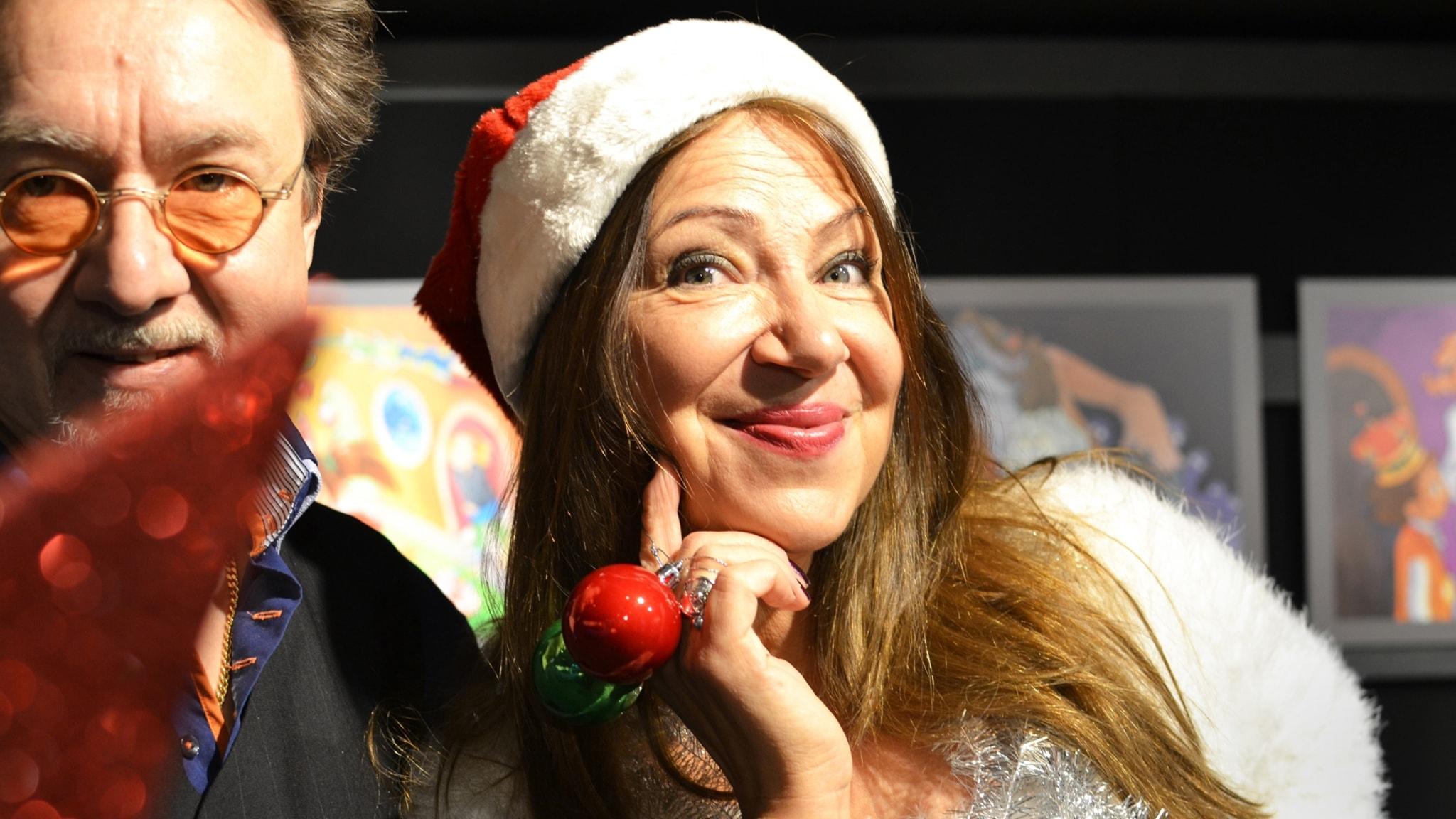 Puhelinlangat laulaa jouluterveisiä aatonaattona
