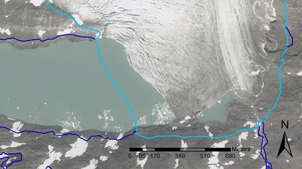 The Sálajiegna glacier in 2015. The light blue line shows the glacier's boundaries in 2008.