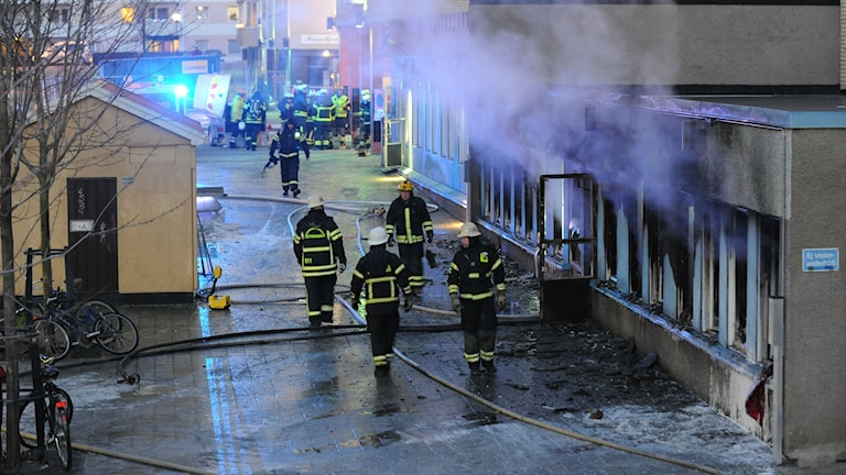An apartment in Eskilstuna was evacuated after a room used as a mosque was set on fire. Photo: Pontus Stenberg