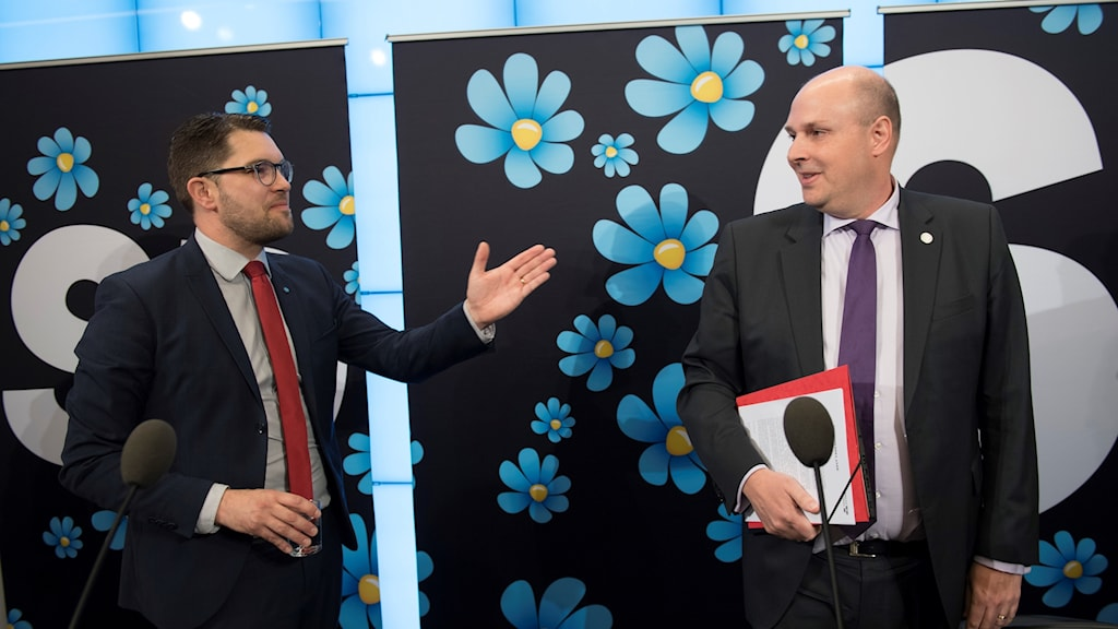 Sweden Democrat leader Jimmie Åkesson welcomes Patrick Reslow to his party on Wednesday.