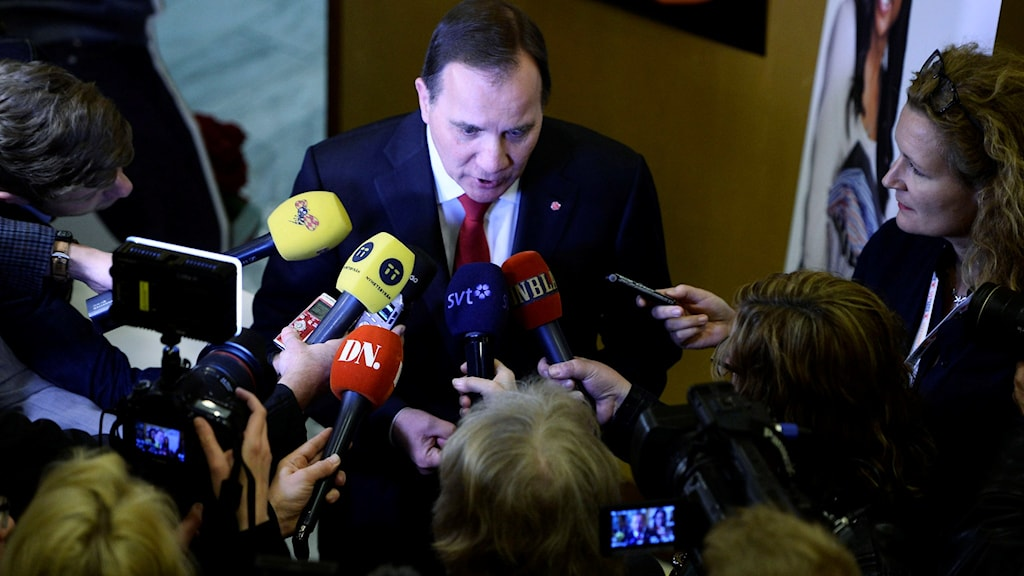 Prime Minister Stefan Löfven speaks to reporters about the Green Party on Monday. Photo: Maja Suslin / TT.