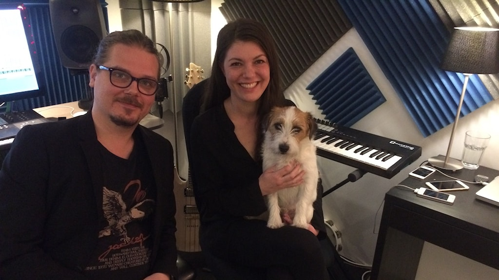 Song-writers Christian Schneider and Sara Biglert and the dog Martin in their studio. Photo: Ulla Engberg/SR