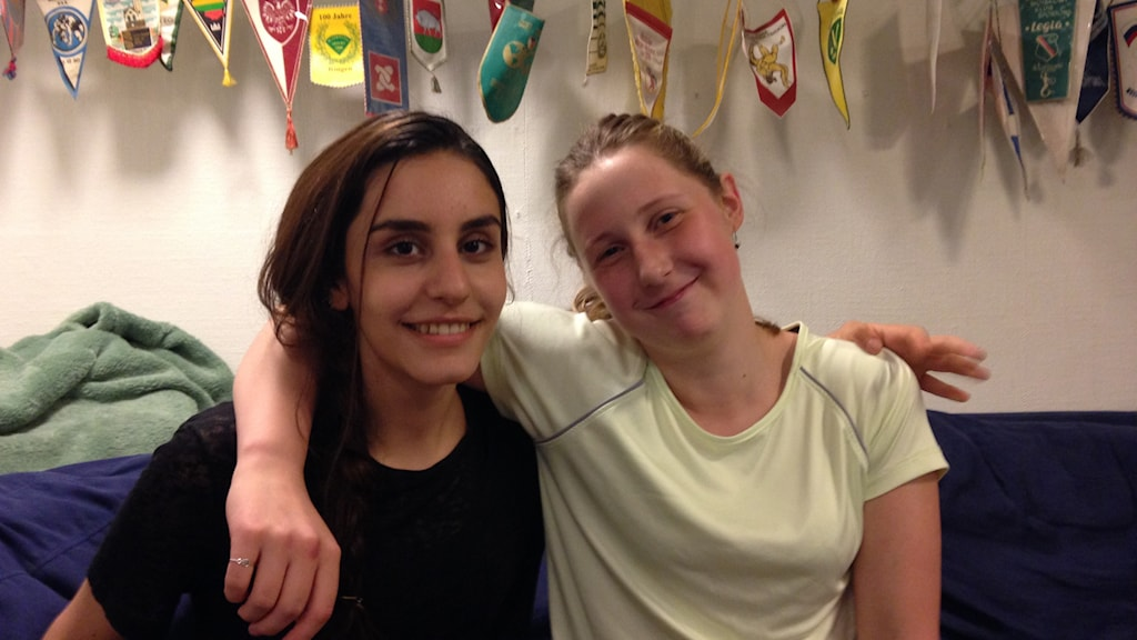 Shahad Awni and Jekaterina Jakovleva have recently taken up wrestling. Photo: Karin Nilsson/Radio Sweden