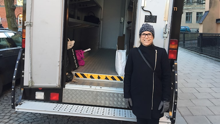 Hedvig Armand standing by the lorry with unwanted presents. Photo: Loukas Christodoulou/Sveriges Radio