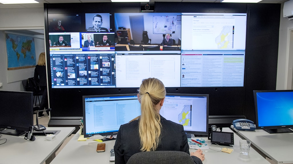 A woman surveys screens at the MSB's Stockholm office.
