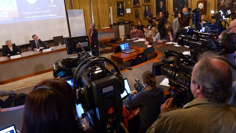 Officials at the Royal Swedish Academy of Sciences announce the 2015 Nobel Prize in Physics.