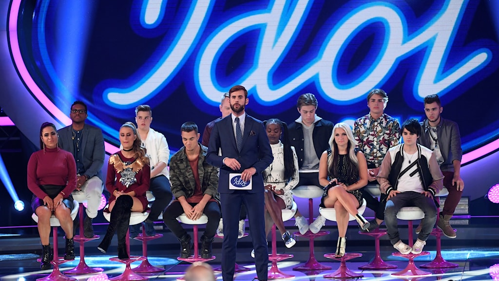 Idol 2016 contestents and presenter.