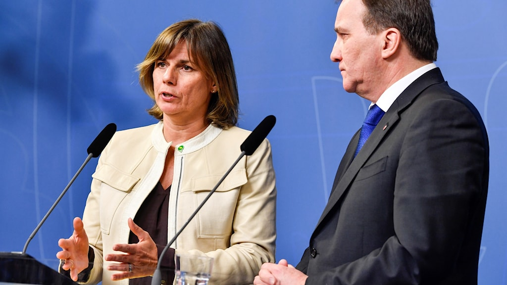 Environment minister Isabella Lövin and Prime Minister Stefan Löfven presenting the new law.