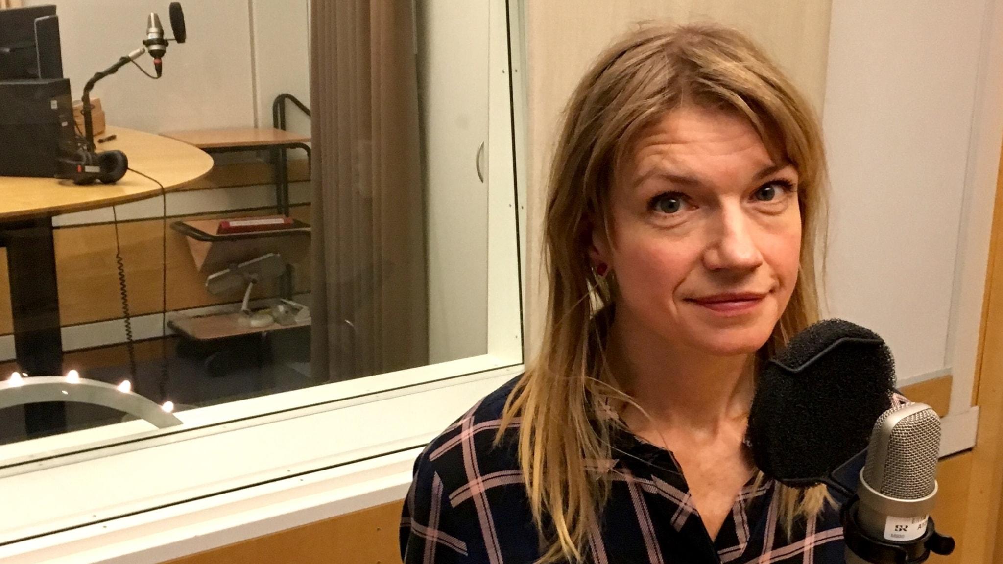 Hör Cecilia Frode om Från det blå skåpet och #metoo.
