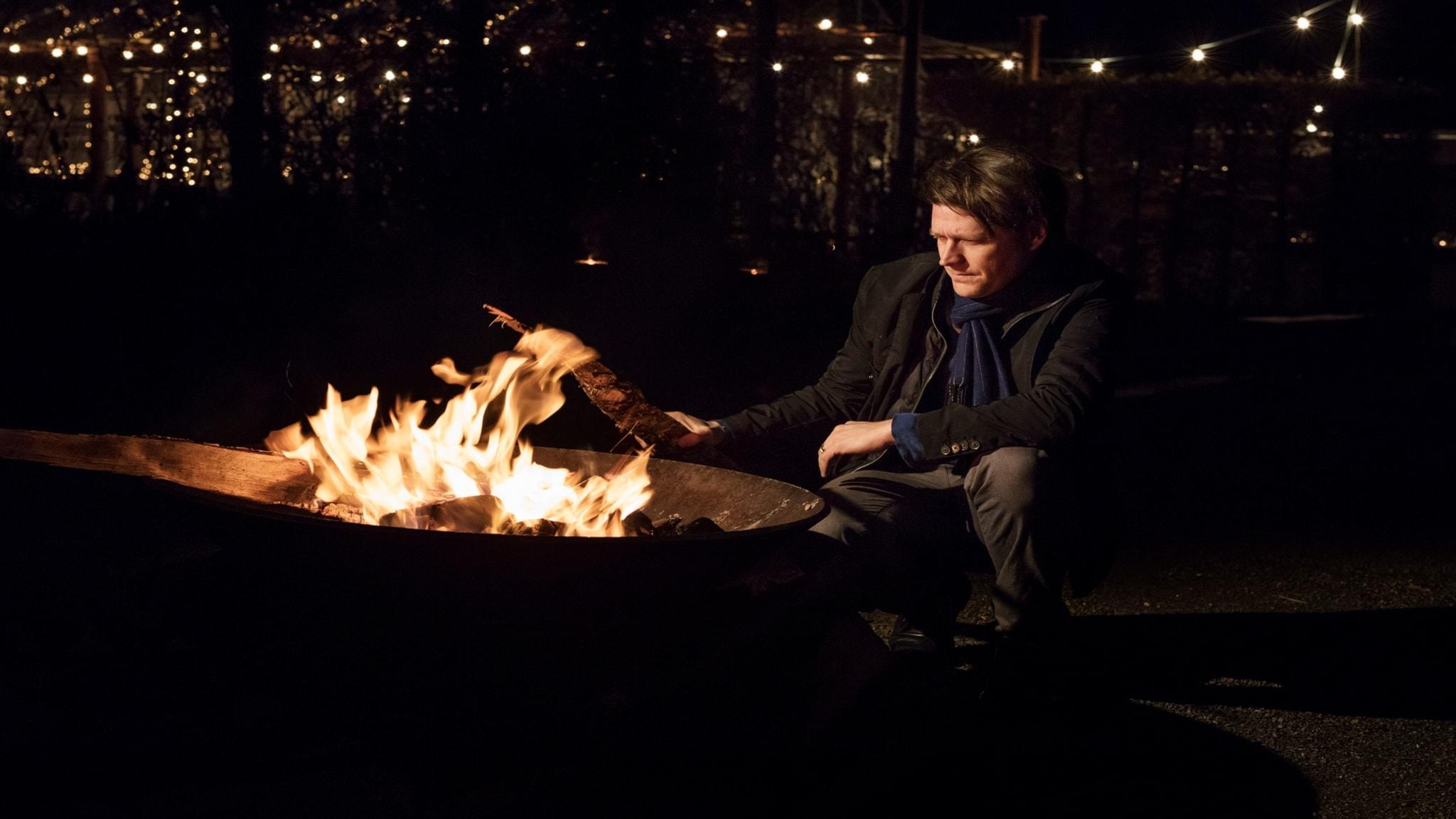 Det brinner en eld med Daniel Sjölin del 3: Elden - förgöraren - spela
