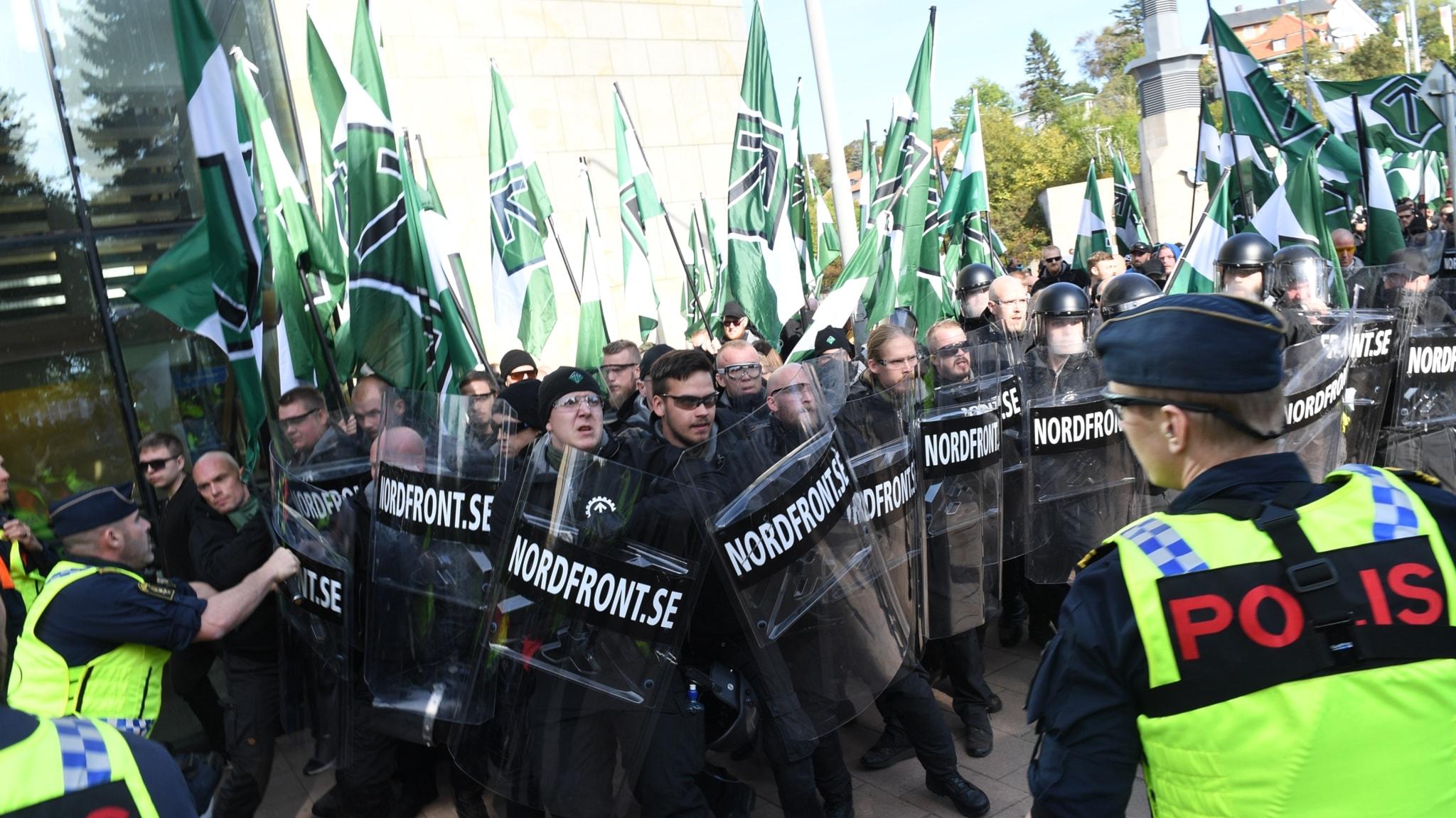 Propagandaliknande bilder och tveksam källa i nazistbevakning, SD bojkottar medier igen, färdigskrivna framtidstexter förutspår fel