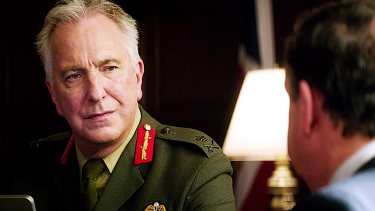 Alan Rickman som gör sin sista roll i Eye in the sky. Foto: Scanbox Entertainment.