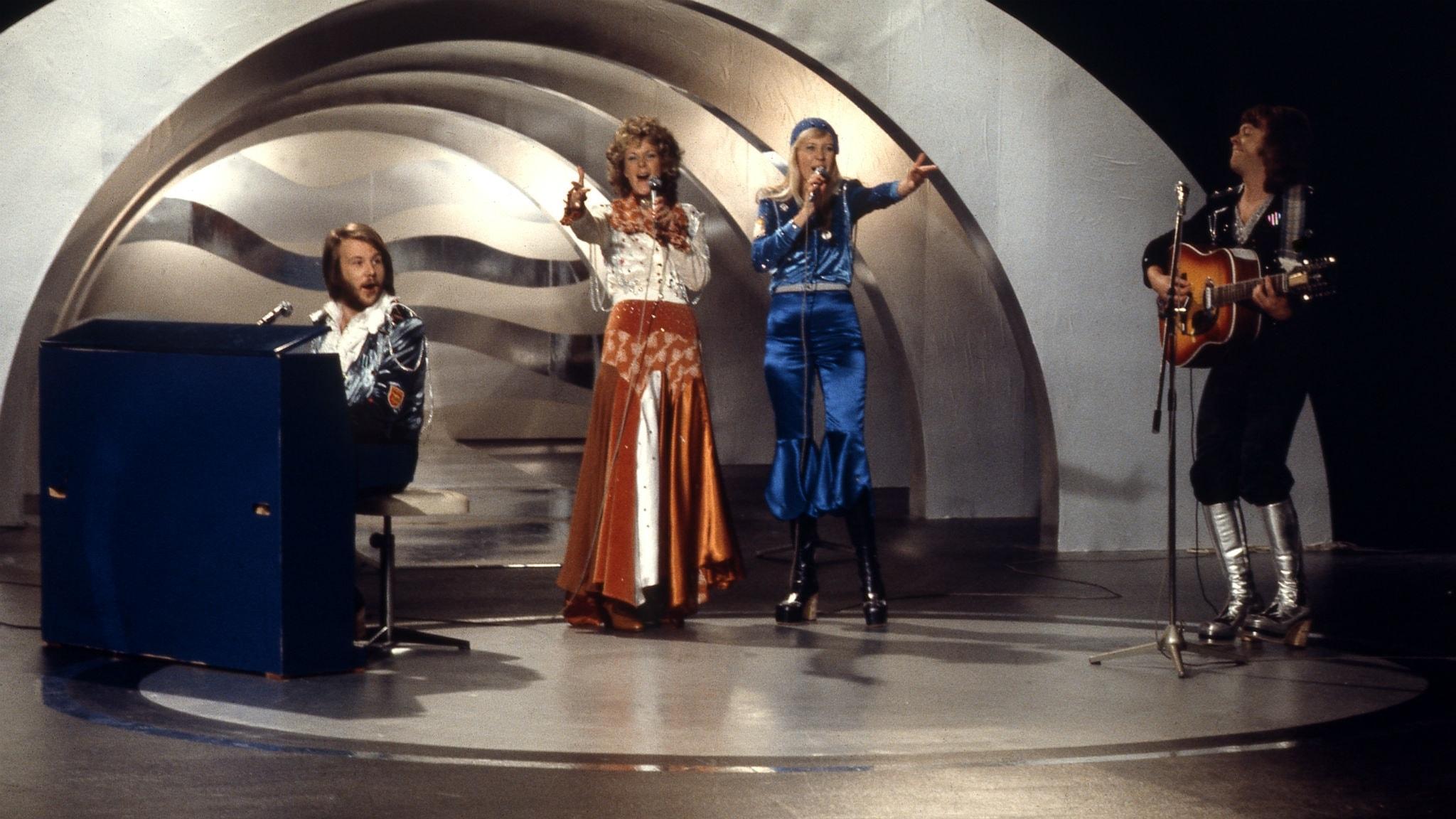 Eurovisionhits, covers, grekisk smörsång och glamrock var poppis 1974 i denna del ett i serien om 70-talets hitlistemusik.