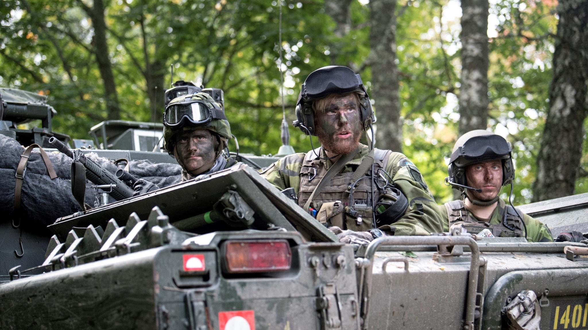 Tusentals soldater tränar på krig