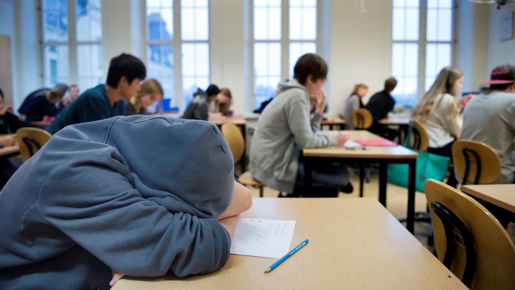 Jobbiga kompisar sabbar lugnet i klassrummet