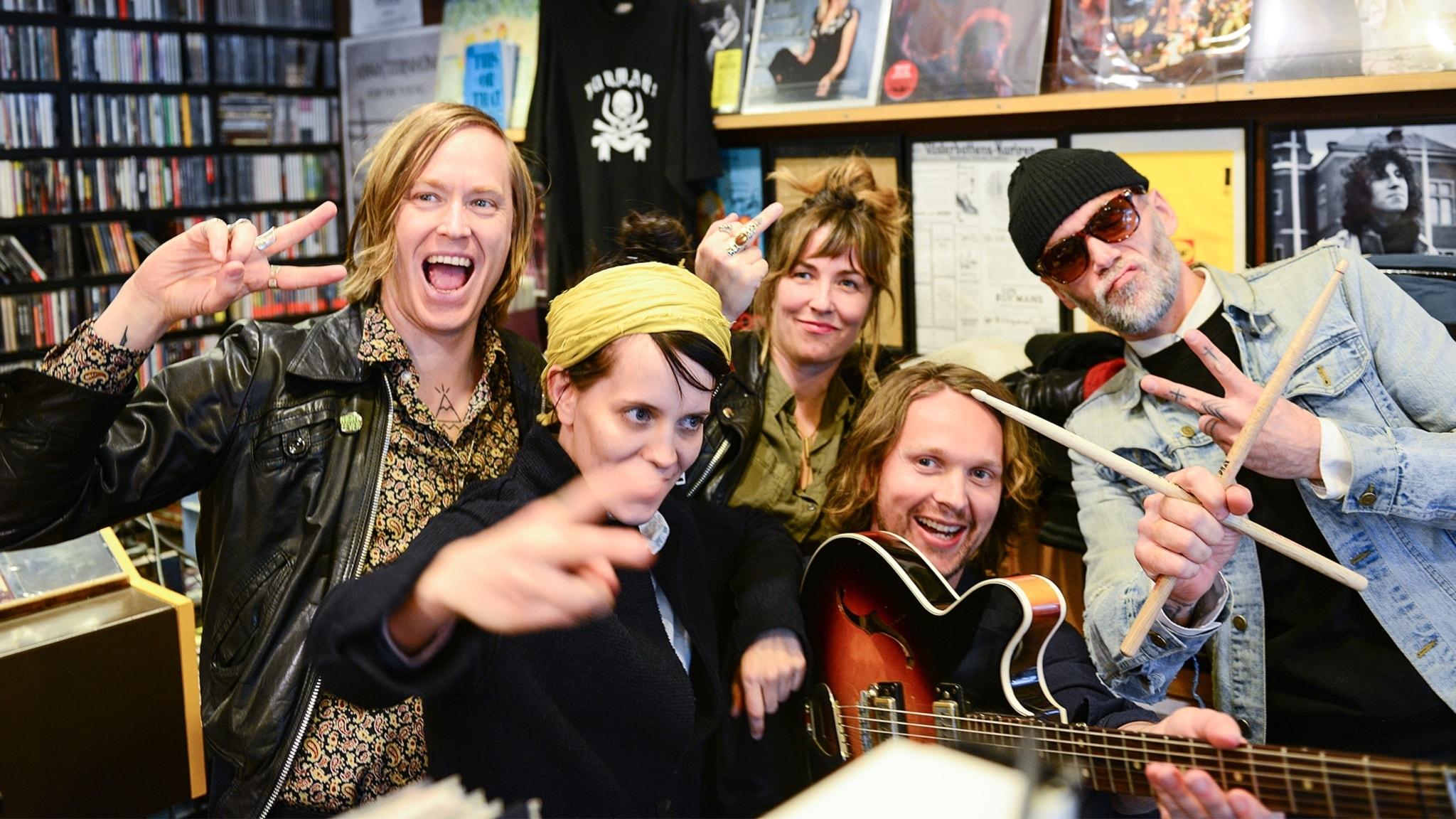 Häng med när vi dyker upp med INVSN i en skivbutik i Umeå