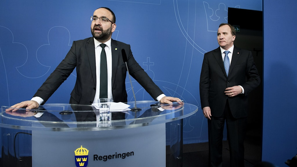 The Swedish prime minister looks on as outgoing minister Mehmet Kaplan rejects criticism that he has contacts with nationalist and religious extremists. Photo: Lars Pehrson SvD/TT