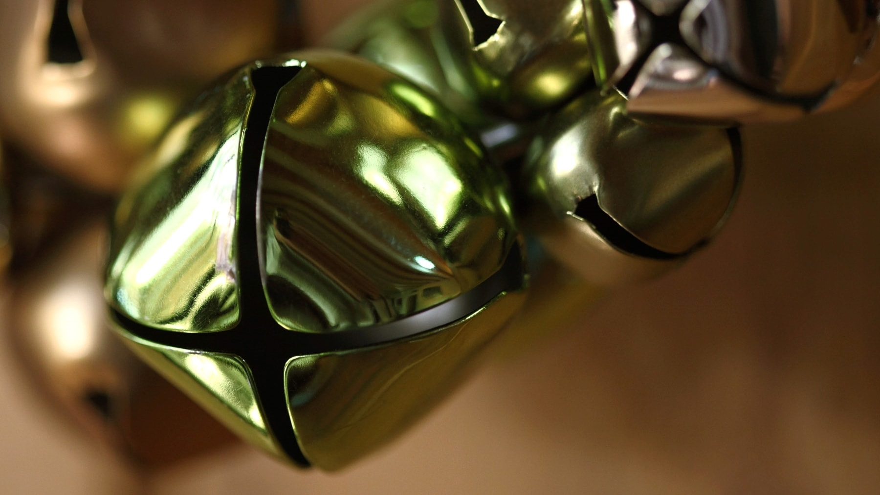 Jingle Bells på strupsång och banjo, arabiska och med klezmerorkester - spela