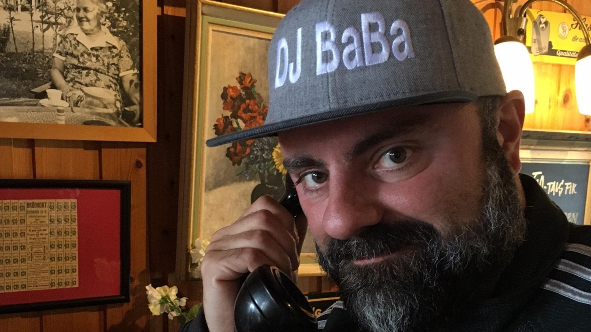 Kokheta rytmer och mycket dans när Teddy DJ Baba Paunkoski gästar Klingan