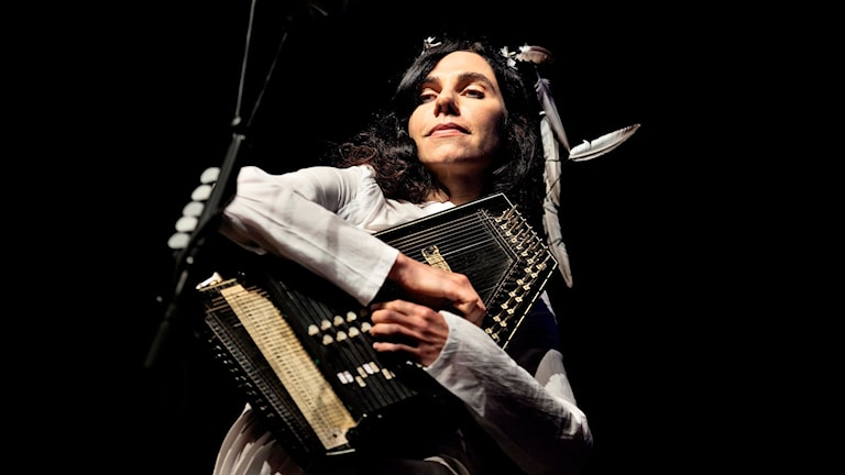 "PJ Harvey är aktuell med sin nionde skiva ""The hope six demolition project""."