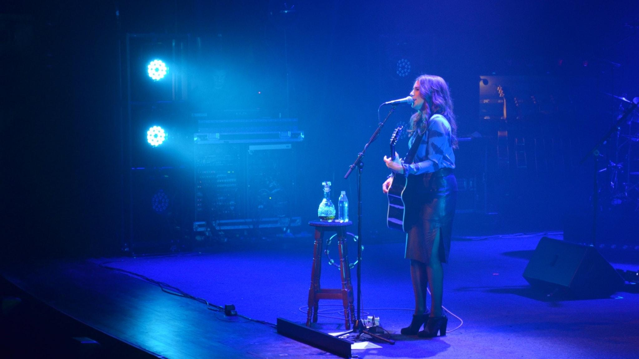 P4 Live med Jill Johnson - spela