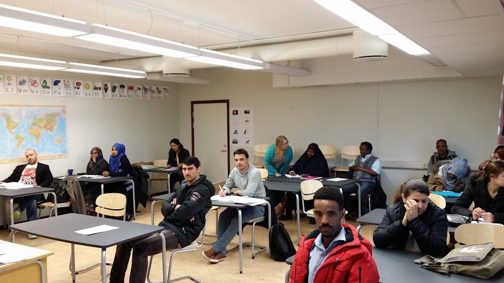 SFI-elever i ett klassrum