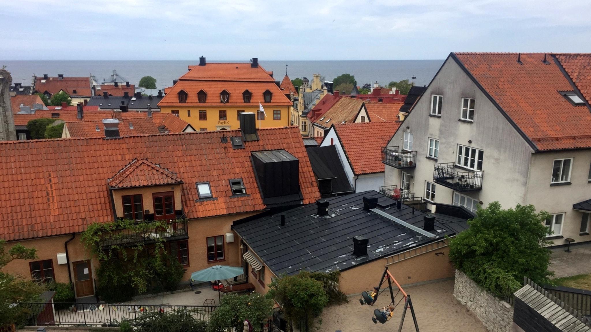 Visby lägger sig platt inför ringmuren