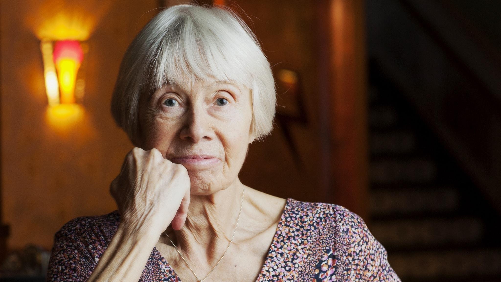 Birgitta Holm om reparationer, röda trådar och Helga Henschen 100 år