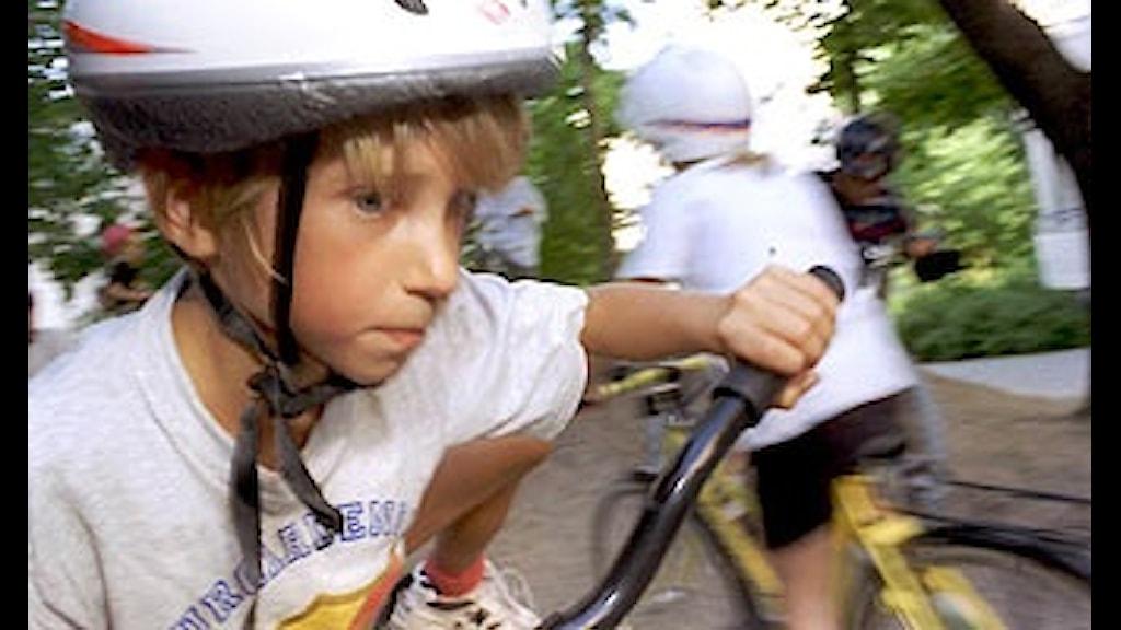 låg pinnstol barn ~ lag om cykelhjälm på barn räcker inte  nyheter (ekot