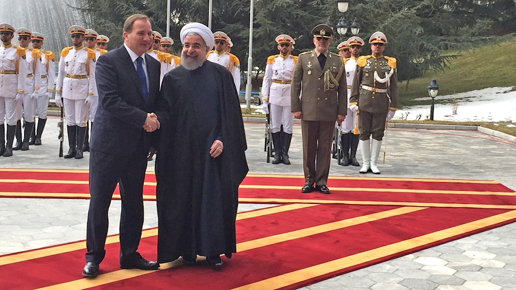 Prime Minister Stefan Löfven and President Hassan Rohani shaking hands.