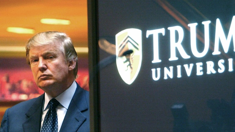 Donald Trump utanför Trump University