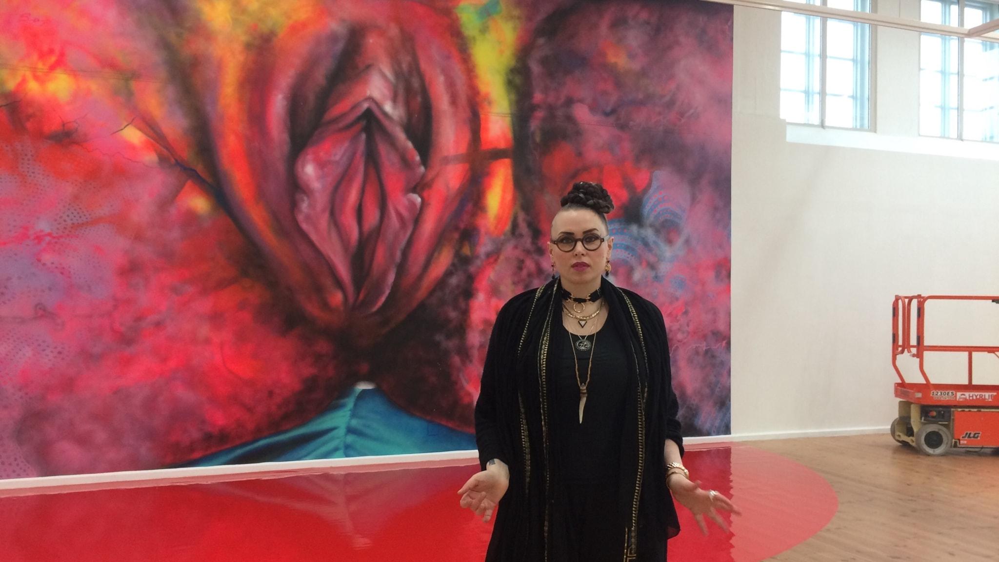 Graffittamålaren Carolina Falkholts penis övermålad i New York och maffig trilogi om svenska punken startar i SVT idag. Med Viveca Bladh.