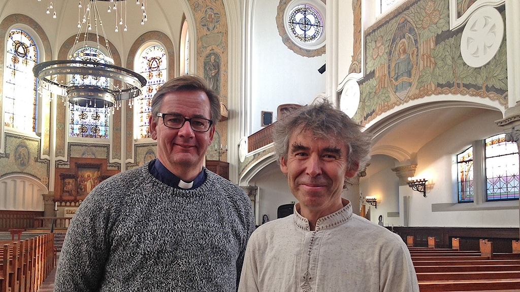 Priests Anders Ekhem and Per Kristiansson in Johannes Church in malmö, which offers shelter for migrants and refugees. Photo: Özgür Karlidag/Sveriges Radio