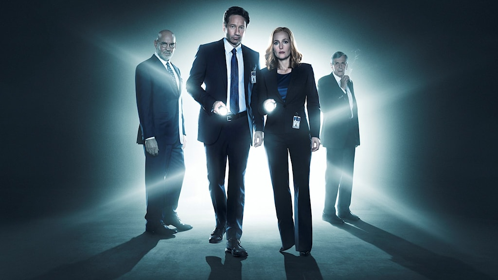 Skiner, Mulder, Scully och Cigarette Smoking man. Bild: THE X-FILES © 2016 Fox and its related entities. All rights reserved