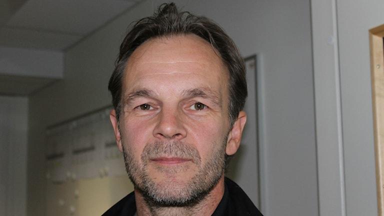 Arto Ruotanen, entinen jääkiekkoilija ja entinen jääkiekkovalmentaja. Arto on kotoisin Oulusta ja aloitti uransa Kärpissä. Hän on pelannut mm Jönköpingin HV71:ssä ja Röglessä pääsarjakiekkoa. Hänellä on Olympiahopeamitali vuodelta 1988 ja pari MM-kisamitalia. Kuva Pekka Ranta, Sveriges Radio.