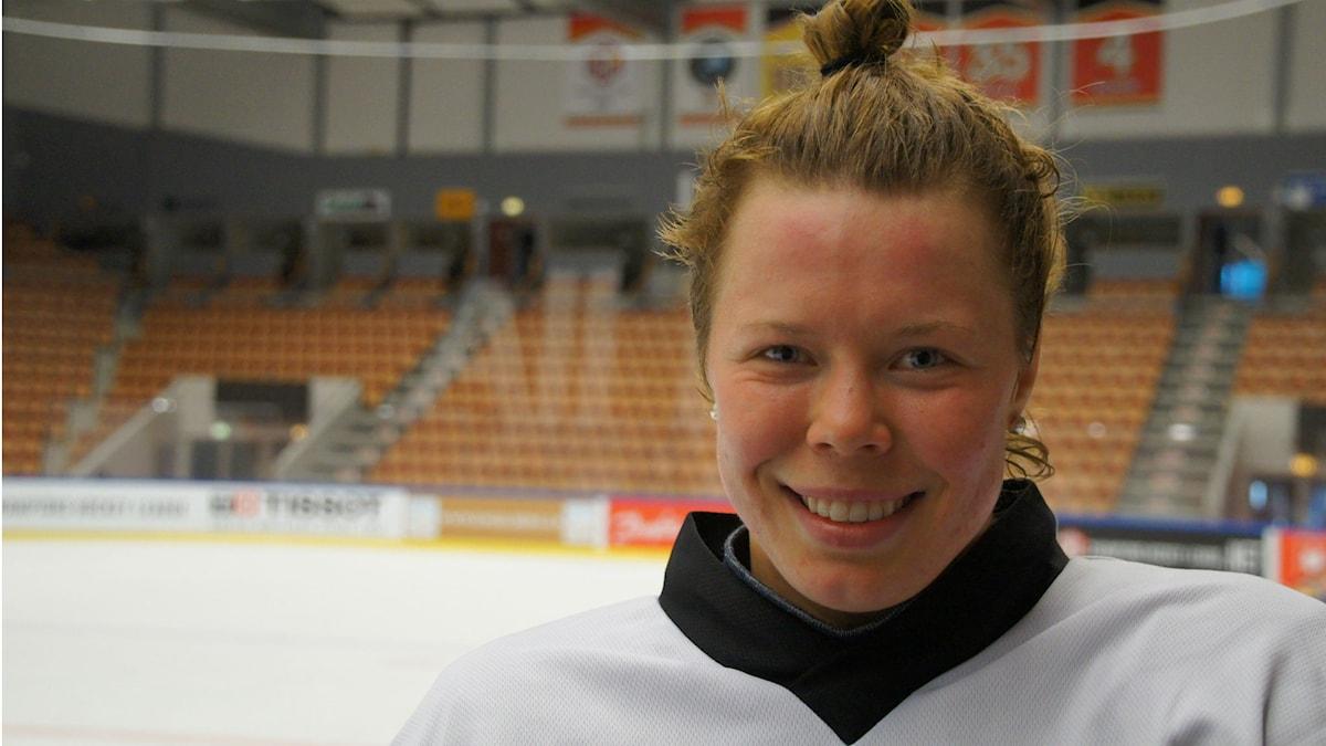 Minnamari Tuominen pelaa Naisleijonissa Ruotsia vastaan.