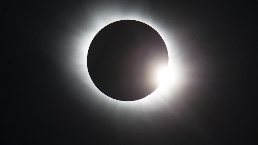 Bild på en solförmörkelse.
