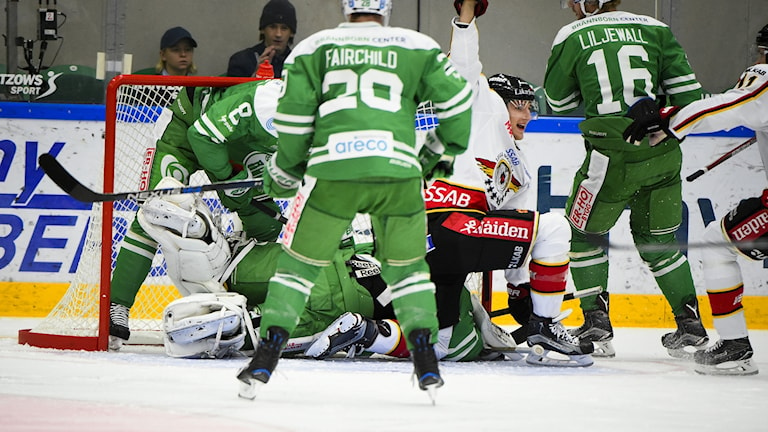 Luleås Anton Hedman (25) jublar efter att ha slagit in 0-1 målet i torsdagens ishockeymatch i SHL mellan Rögle BK och Luleå Hockey på Lindab Arena i Ängelholm.