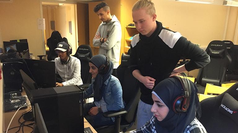 Haddis Mohammad, Ludvig Knutz, Fatima Al Hassan, Benjamin Lilje och Sali Bakro.