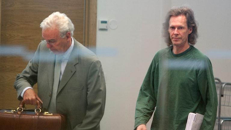 Gryningspyromanen Ulf Borgström, här med advokaten Matts Johnson. Foto: Stig-Åke Jönsson/Scanpix