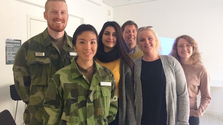 Karl Spångberg och Jessica Lot från Försvarsmakten informerade på Ung Sluss i Simrishamn.