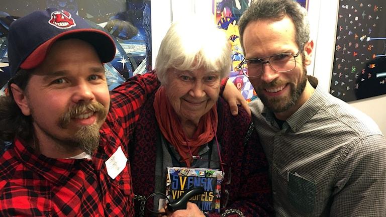 Thomas Sunhede och Martin Lindell tillsammans med Elsa-Karin Boestad-Nilsson, en äkta datorpionjär som också är intervjuad i boken.