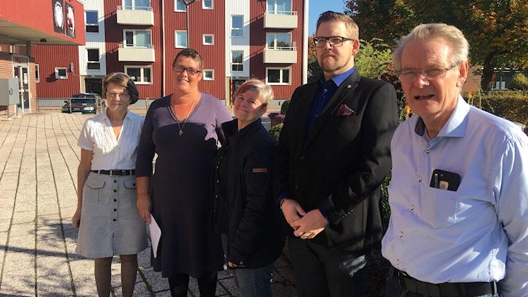 Det nya styret i Perstorps kommun. Från vänster: Ulla-Britt Brandin (KD), Jenny Delén (M), Lisbeth Wiberg (MP), Torgny Lindau (PF) och Bengt Marntell (C).